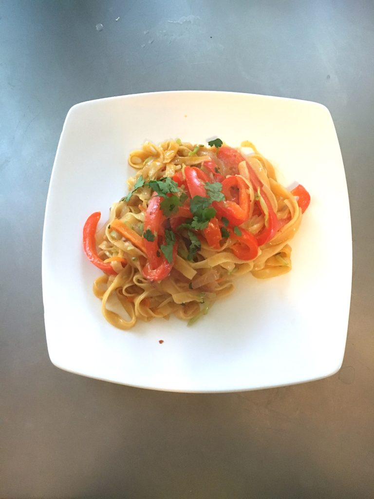 Easy Curry Noodles. Vegetarian Recipe. 30 minute meals. #VegetarianRecipes #CleanEating